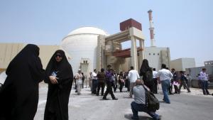 Da Iran i 2010 åbnede sit første atomkraftværk, det russiskbyggede Bushehr, inspicerede repræsentanter fra IAEA det nukleare brændstof. I dag skaber Iran uro ved at nægte IAEA adgang til militæranlægget Parchin.
