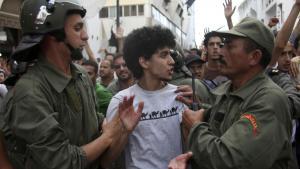 Reformerne i Marokko, der kom som reaktion på en række demonstrationer, er blevet fremhævet som et eksempel til efterfølgelse: evolution i stedet for revolution, som det er set i andre arabiske lande. Men kongens – begrænsede – reformer har ikke afskaffet torturen i det nordafrikanske land.