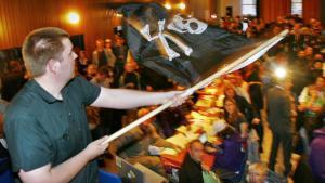 Sejrsfesten. Det svenske piratparti skrev historie, da det i 2009 fik valgt to medlemmer til Europaparlamentet. I denne weekend står de islandske pirater til at blive det første parti i bevægelsen, der erobrer plads i et nationalt parlament.
