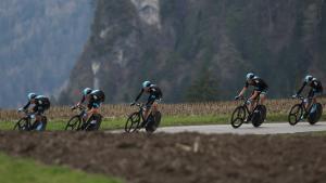 Efter tre dage på Korsika er årets Tour nået til fastlandet, hvor der i dag er holdtidskørsel. Her er en af favoritterne, Team Sky, under holdtidskørsel ved Giro del Trentino i Østrig i april.