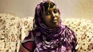 Laily Abdeli Shired fik – som Information kunne fortælle i 2011 – frataget sine sociale ydelser, fordi kommunen ikke troede på, at den muslimske mor til fire var enlig. Afgørelsen beroede på en imams udtalelse om, at 'det ifølge sharialoven er ulovligt at få børn uden for ægteskabet'. Afgørelsen blev senere omstødt.