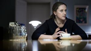 Justitsminister Karen Hækkerup (S) har forbedret sin svarprocent til Folketinget, men kun takket være brugen af foreløbige svar: 44 pct. af gangene har Justitsministeriet meddelt, at det stillede spørgsmål vil blive besvaret senere.