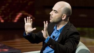 Roberto Saviano underviser for tiden i blandt andet organiseret kriminalitet ved Princeton-universitetet. For otte år siden, da hans bog 'Gomorra' udkom, ændrede hans liv sig: 'Jeg havde aldrig troet, at jeg skulle leve som mafiaforræder,' siger han