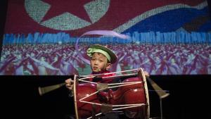 Glæden over 200-året for Norges uafhængighed blev akkompagneret af heftig debat, da nordkoreanske børn fortolkede 'Kardemommeby' under Festspillene i Bergen.