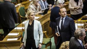 Statsminister Helle Thorning-Schmidt og udenrigsminister Martin Lidegaard under gårsdagens afstemning om at sende F16-fly til Irak for at bekæmpe Islamisk Stat.