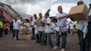 Et hold på 165 cubanske læger og sygeplejersker ankom til Sierra Leone i sidste uge som første gruppe af en samlet styrke på 461.