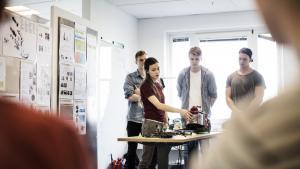 Fra spildminimerende kaffefiltre til intelligente vandingssystemer. I det små skaber de studerende på Aalborg Universitets nye uddannelse, Bæredygtigt Design, konkrete løsninger på klodens miljøproblemer