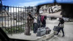 Hvis den vestlige evne til at lede verden fortsat falder, må Asien tager over – eller vi må indse, at nationalisme, populisme og fremmedhad kommer til at styre verdensordenen. Her er syriske kurdere ankommet til den kurdiske enklave Kobane ved grænsen til Tyrkiet.