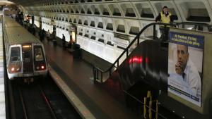 I Washington DC er der en lang tradition for politiske reklamer på både busser og metrostationer.