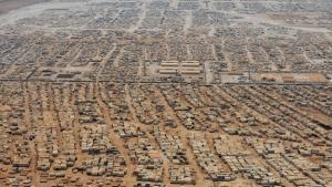 Flygtningelejren Zaatari i Jordan ligger få kilometer fra landets grænse til Syrien. Og den har langt flere beboere, end kapaciteten tillader.