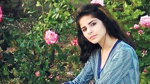 En 15-årig syrisk pige har taget livet af sig med gift. Ifølge moren, som opholder sig i Danmark, begik hun selvmord, da Udlændingestyrelsen i Danmark forsinkede deres familiesammenføring