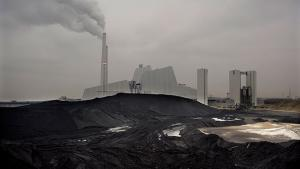 De konkrete CO2-reduktioner, som landene tager med til klimatopmødet i Paris, er vigtige. Men endnu mere afgørende for klimaindsatsen på lang sigt er et klart signal om, at fremtidige investeringer i kul og olie vil være forbundet med politiske og finansielle risici