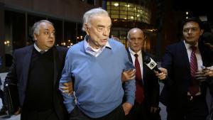 José Maria Marin, der her føres ud af retten i New York,  tilbringer nu sin tid i  husarrest i sin luksuslejlighed i Trump Tower på 5th Avenue i New York. Her afventer han den straffesag, der er ved at blive forberedt imod ham.