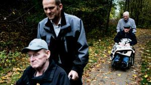 Vi har efterhånden fået tekno-logi til at udskyde, at sygdomme indtræffer. Alle vil kunne leve, indtil de bliver 100, siger David Agus. Her ældre fra Filskov Friplejehjem sved Grindsted.