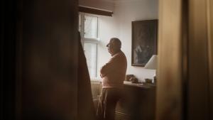 I store dele af Klaus Rifbjergs erindringsværk 'Til rette vedkommende' vrisser han ligesom bare vanemæssigt.