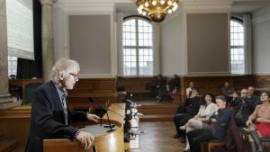 Kunstprofessor Lars Vilks taler til de fremmødte under weekendens debatarrangement om ytringsfrihed, der var en fortsættelse af det arrangement, som blev afbrudt med angrebet mod Krudttønden for knap et år siden.