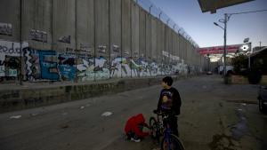 Den 720 km lange mur, der skiller Israel og Palæstina på Vesbredden, blev påbegyndt af Israel i 2002. Ny pamflet forsøger over 74 sider at demontere ret og rimelighed i zionismen, ikke mindst den moderne zionisme.