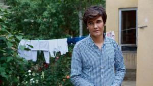 Hayat Hooman var en del af den menneskestrøm, der sidste sommer søgte mod Tyskland og Sverige. Som mange andre ønsker han en fremtid i Afghanistan, men som mange andre havde han svært ved at finde den her. Nu er han hjemme igen, hvor han ligesom Shifaq, Dawood og Nazradin håber at finde en fremtid