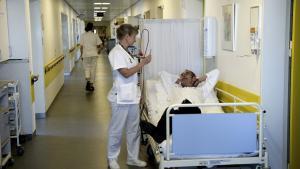 Offentligt ansatte som sygeplejersker – dem som Steen Nepper Larsen kalder for gulvfolket – bliver som regel beskrevet af forskere. I stedet burde de selv råbe op og kæmpe deres politiske sag.