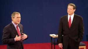 Det forventes, at op imod 100 millioner amerikanere vil følge med på skærmen, når Hillary Clinton og Donald Trump mødes natten mellem mandag og tirsdag i den første af tre tv-dueller. De to kandidater vil især henvende sig til et usædvanligt stort antal vælgere, der endnu ikke har besluttet sig