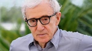 Den svære kærlighed er omdrejningspunktet i Woody Allens nye film, komediedramaet 'Café Society', der foregår i 1930'ernes New York og Hollywood. Information har mødt instruktøren, der voksede op med en romantisk forestilling om de glamourøse Hollywood-stjerner