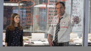 Anna Kendrick og Ben Affleck knuser tal og er lejemorderei Gavin O'Connors aparte, men underholdende spændingsfilm, 'The Accountant'. Foto: SF Film/Twentieth Century Fox