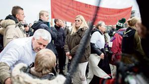 Sympatidemonstrationen foran domhuset i Holbæk for den varetægtsfængslede 'Moffe', der er sigtet for i knap to år at have fremstillet og solgt cannabisolie, samlede flere end hundrede deltagere.