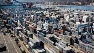 Logistik er den praktiske eksekvering af det, Karl Marx kaldte kapitalens tendens til at 'tilintetgøre rummet gennem tiden', og en af de vigtigste teknologier i den såkaldte 'logistiske revolution' var udviklingen af den standardiserede container.