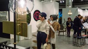 Der er stort set ingen offentlig kunststøtte i Tyrkiet. Landets største bank, AKBank, var hovedsponsor for Contemporary Istanbul. Banken ejes af den magtfulde Sabancı-familie, og bestyrelsesforkvinde Suzan Sabancı udstillede flere malerier fra sin private samling på kunstmessen.