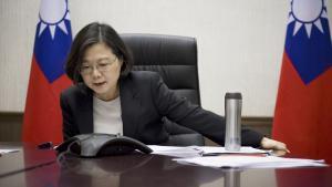 Ved at tale i telefon med Taiwans leder, Tsai Ing-wen, gjorde Trump noget, ingen amerikansk præsident før ham har gjort, siden det bilaterale forhold mellem USA og Kina blev normaliseret i 1979 og USA accepterede princippet om, at der kun findes ét Kina, der er styret af centralregeringen i Beijing.