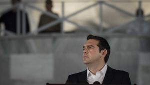 Premierminister Tsipras har lovet i en talepå græsk tv torsdag, at totredjedele af landets pensionister hver får en ekstra pensionsudbetaling på 830 euro op mod jul, eller hvad der svarer til 6.225 kroner.
