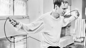 Olli Mäki kæmper en svært forenelig simultan kamp for kærlighed og VM-titel, og det resulterer en fortællnig om emancipation fra de tunge mekanismer, der falder i hak omkring fighteren.