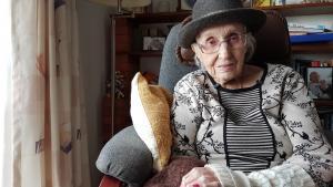 Käte Dam Nielsen blev 102 år. Hun gik i graven med sine rødmalede negle.