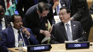 Camerouns præsident Paul Biya har slukket for internettet for at stække protester.