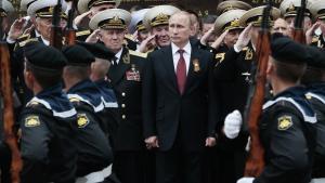 Historien spiller en central rolle i den offentlige debat i Rusland. På billedet fra den 9. maj 2014 deltager Putin i en parade på Krim for at markere den dag, Rusland vandt over Nazi-Tyskland i Den Store Fædrelandskrig.