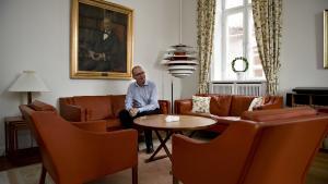 Formanden for Kommunernes Landsforenings udvalg for teknik og miljø, Koldings borgmester Jørn Pedersen (V), kalder beskyttelsen af danske kirker mod nærgående kommunale byggeplaner»en lov fra fortiden.«