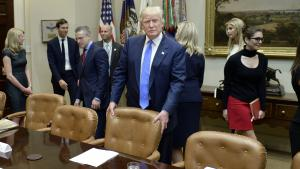 Den største skade, Donald Trump har forvoldt, er ikke hans tweets og dekreter, men hans anslag mod demokratiets implicitte konventioner for anstændighed, skriver George Blecher.