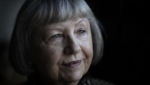 71-årige AnneMøller Riis er frivillig vågekone og er en blandt stadig flere, som de senere år har meldt sig til vågetjenester over hele landet. Sammenlagt er antallet af frivillige i Ældre Sagens vågetjeneste og Vågetjenesten i Røde Kors steget fra omkring 300 i 2010 til over 1700 i dag