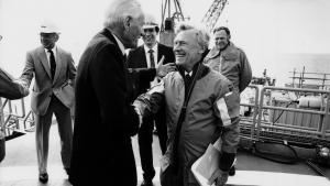 Tyra-feltet blev indviet i 1984 af daværende statsminister Poul Schlüter og Mærsk McKinney-Møller. I forhandlingerne om en ny aftale mellem staten og Mærsk har behovet for renovering af Tyra-feltet været centralt.