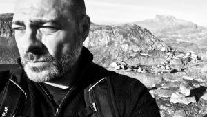Mads Peder Nordbo er i sin Nuuk noir – eller såkaldt frozen noir – inspireret af den arktiske naturs skønhed og voldsomhed.