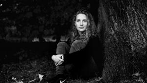 Martha Flyvholm Todes ungdomsroman 'På Bornholm må man græde overalt' er en meget sikker debut.