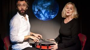 Susanne Breuning og Rasmus Krogsgaard klæder hinanden smukt som digteren og hans muse i Knud Pheiffer-cabareten 'Jeg skal dø i nat'.