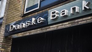Pengene kommer ikke ud af den blå luft. Det er kundernes penge. Bankerne – og andre store virksomheder – må tage deres kunder og deres samfundsansvar alvorligt. De er ikke kun til for aktionærerne