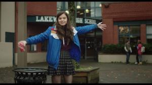 Hailee Steinfeld spiller den på én gang selvstændige og neurotiske Nadine, der føler sig helt alene i verden, i Kelly Fremon Craigs vittige ungdomsfilm, 'The Edge of Seventeen'. Foto: UIP