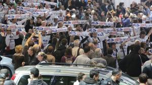 Arbejdere fra bilfabrikanten Ford demonstrerer i Paris i 2012. (Arkivfoto)