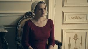 'Det er ikke en feministisk historie, men en humanistisk historie,' har Elisabeth Moss, der spiller hovedrollen Offred i 'The Handmaid's Tale', for nylig sagt.