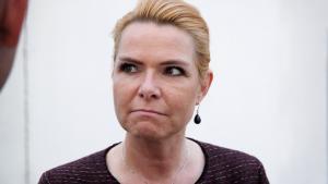 Integrationsminister Inger Støjberg (V) har sagt ét til offentligheden og noget andet til Folketingets Ombudsmand i sagen om adskillelsen af unge asylpar.»De to forklaringer passer jo ikke rigtig sammen,« siger lektor Peter Starup til P1 Orientering.