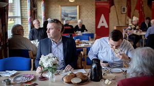 De politiske partier er udformet og designet i en tid, hvor man ikke havde noget fornuftigt at foretage sig i sin fritid, lyder det fra Socialdemokratiets gruppeformand Henrik Sass Larsen i et universitetsspeciale, hvor han kalder partidemokrati illusorisk. Socialdemokratiet mener ikke, gruppeformandens udtalelser er 'dækkende' for hans holdninger