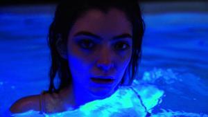 20-årige newzealandske Lorde rykker op i en tung vægtklasse som ansvarlig/uansvarlig, reflekteret og alligevel fortabt popstjerne med sit andet album 'Melodrama'