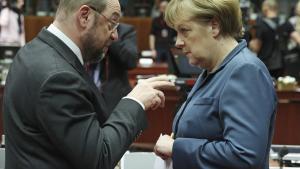 De to kandidater til kanslerposten i år møder hinanden i Europaparlamentet i 2013, dengang Schulz var EP-formand, og Merkel var Tysklands kansler. Søndag mødes de to igen til duel, men ved valget senere i september tyder alt på et genvalg til Merkel.